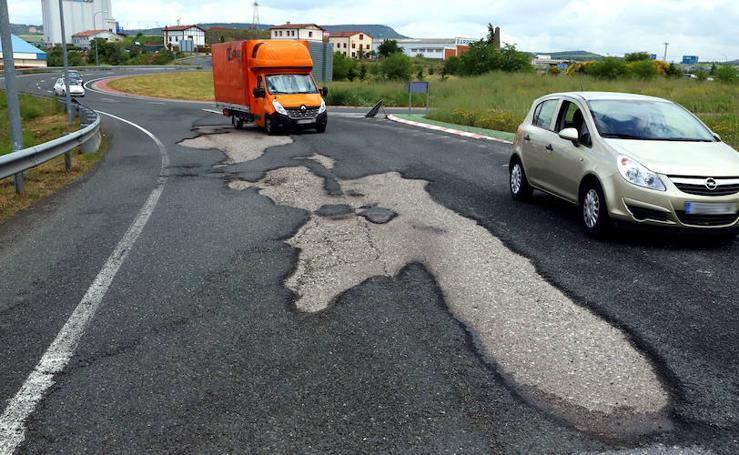 Fomento prevé sustituir el asfalto de la rotonda de Rivabellosa la próxima semana