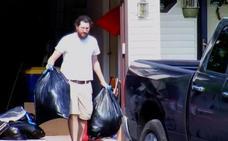 El 'nini' de 30 años demandado por sus padres, hartos de mantenerlo, abandona su casa