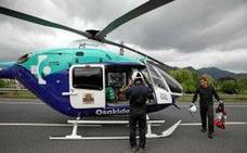 Trasladan en helicóptero a un ciclista herido en Mungia