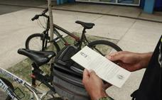 La Policía Local de Vitoria denuncia a veinte ciclistas por cometer infracciones
