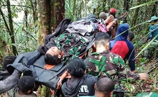 Niño de 12 años único sobreviviente de accidente aéreo en indonesia