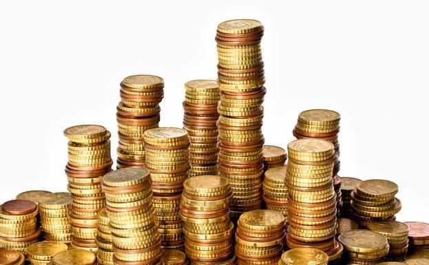 Le paga a exmujer 10.000 dólares en casi una tonelada de monedas