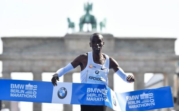 Eliud Kipchoge rompe récord del mundo en el Maratón de Berlín