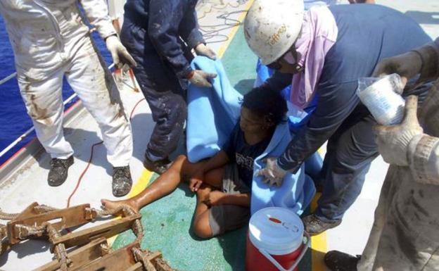 El rescate de un pescador adolescente que sobrevivió a la deriva — Impactante