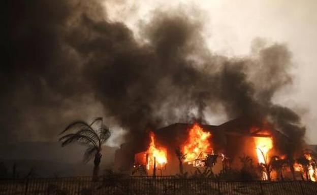 Lograron controlar el incendio más devastador en la historia de California