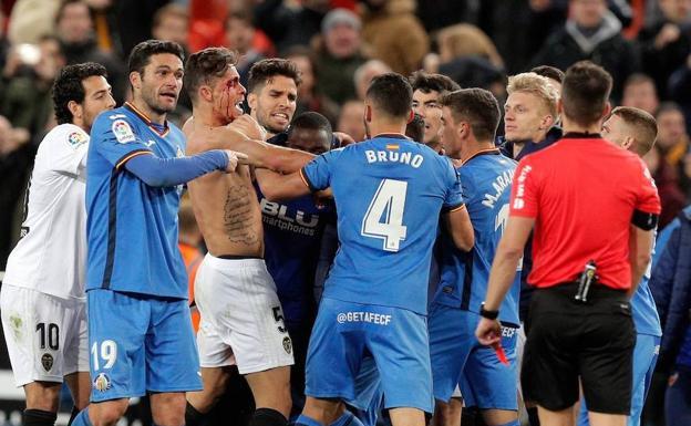 Lluvia de suspensiones por la tangana entre jugadores de Valencia y Getafe