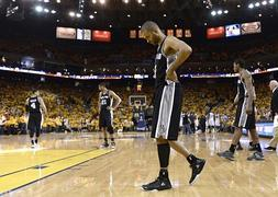Los Warriors derrotan a los Spurs