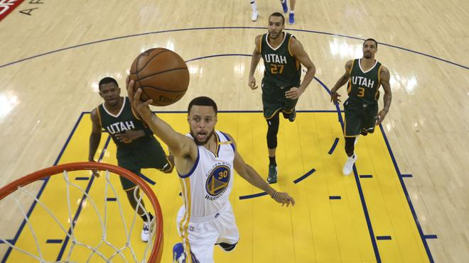 Curry y los Warriors toman ventaja en la serie contra los Jazz