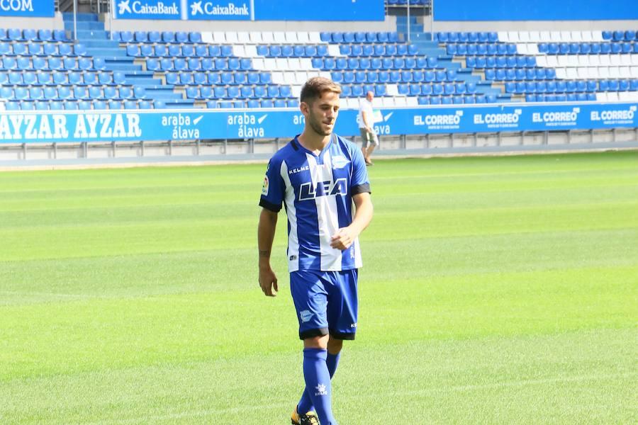 Presentación de Medrán, nuevo jugador del Alavés
