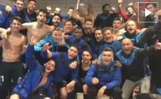 Los jugadores celebran en el vestuario que «son de Primera»