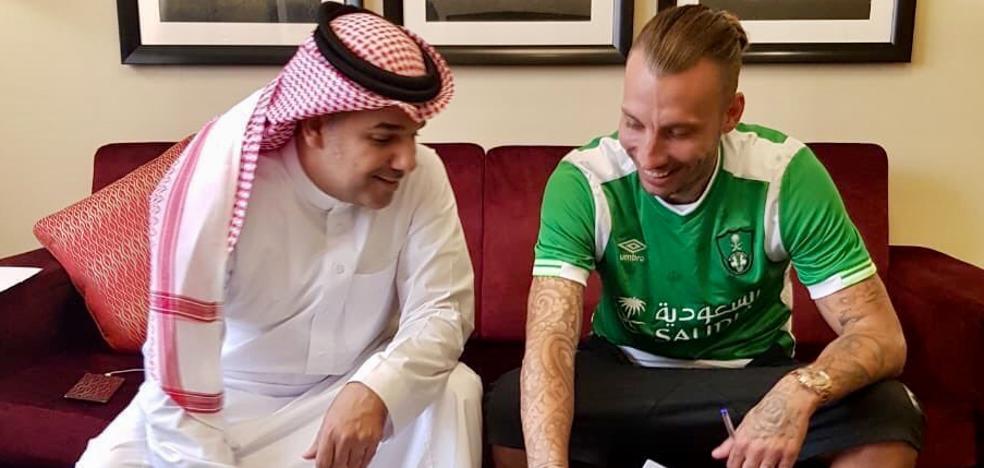 Alexis sigue su carrera en el fútbol saudí tras fichar por el Al Ahli