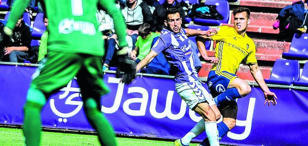 El Alavés pretende a Brian Oliván para completar el carril zurdo de su defensa