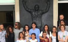 Homenaje a Nando Yosu previo al Racing-Alavés