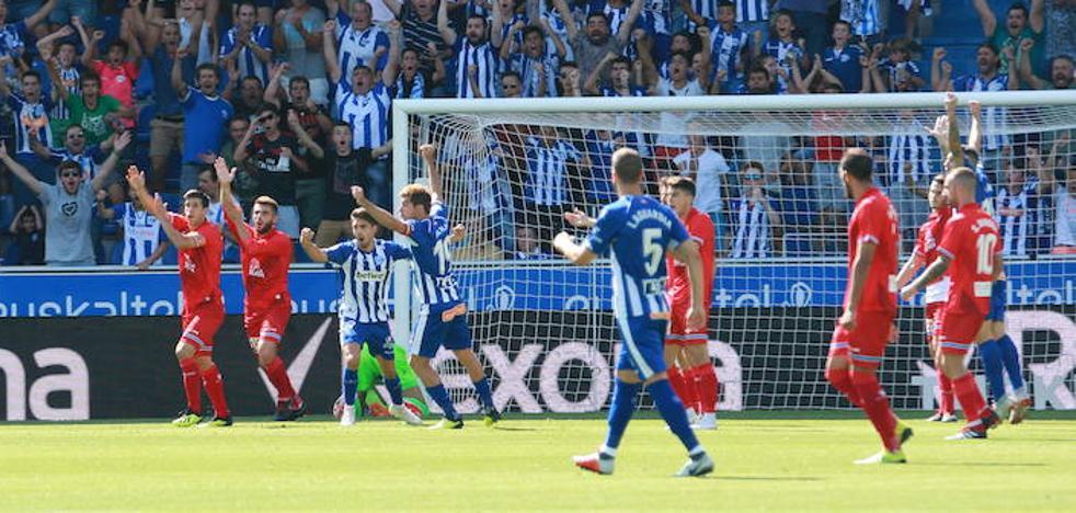 Dos goles invalidados y dos penaltis dudosos. Las jugadas polémicas del Alavés-Espanyol