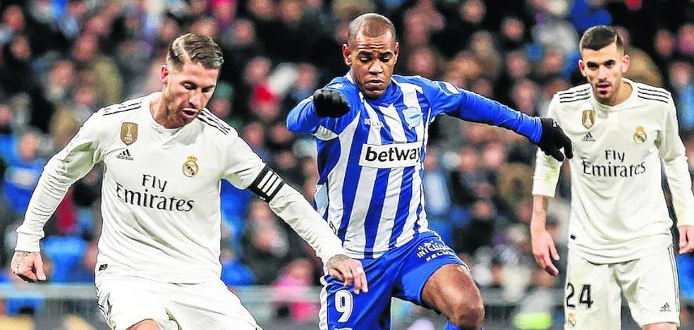 Rolan y Álex Blanco se estrenan como albiazules en el Bernabéu