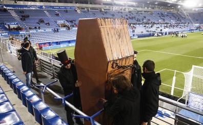 Nueva protesta en Mendizorroza por los horarios de la Liga