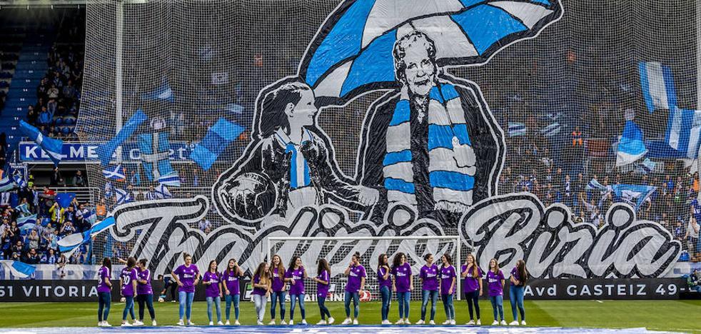 Mendizorroza rinde homenaje a las mujeres albiazules