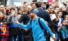 El Fútbol Club Barcelona llega a su hotel de Vitoria