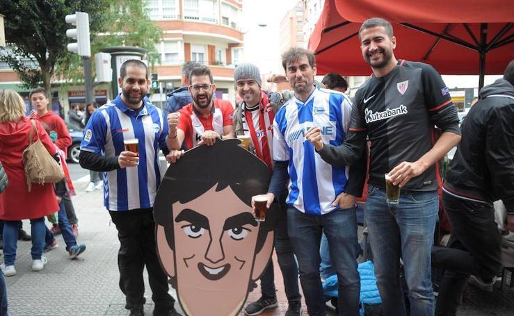 Los aficionados de Alavés y Athletic disfrutan del ambiente previo al derbi