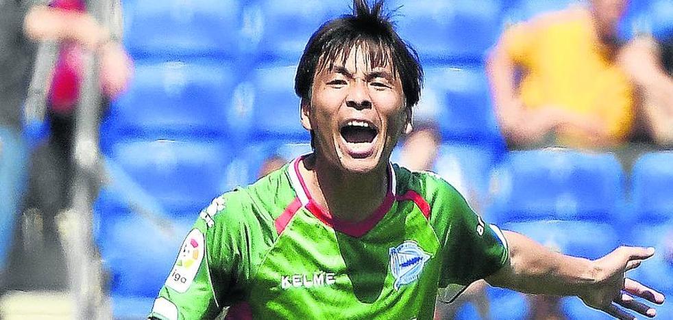 El Alavés tratará de sellar la continuidad de Takashi Inui