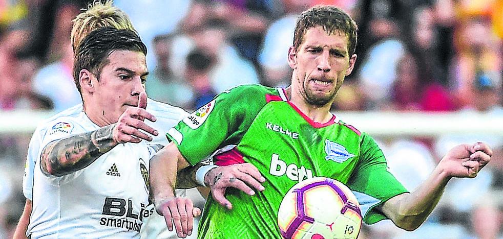 El Alavés intentará negociar con el Betis la cláusula de compra de Brasanac