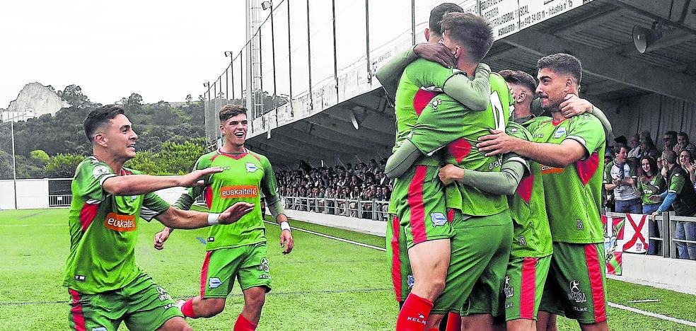 Javi López será jugador del primer equipo en 2020 y su cláusula subirá de forma progresiva