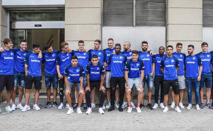 Los jugadores del Alavés comienzan la pretemporada con el reconocimiento médico