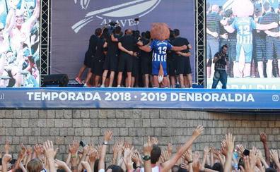 El Alavés presenta hoy a sus equipos en Fueros