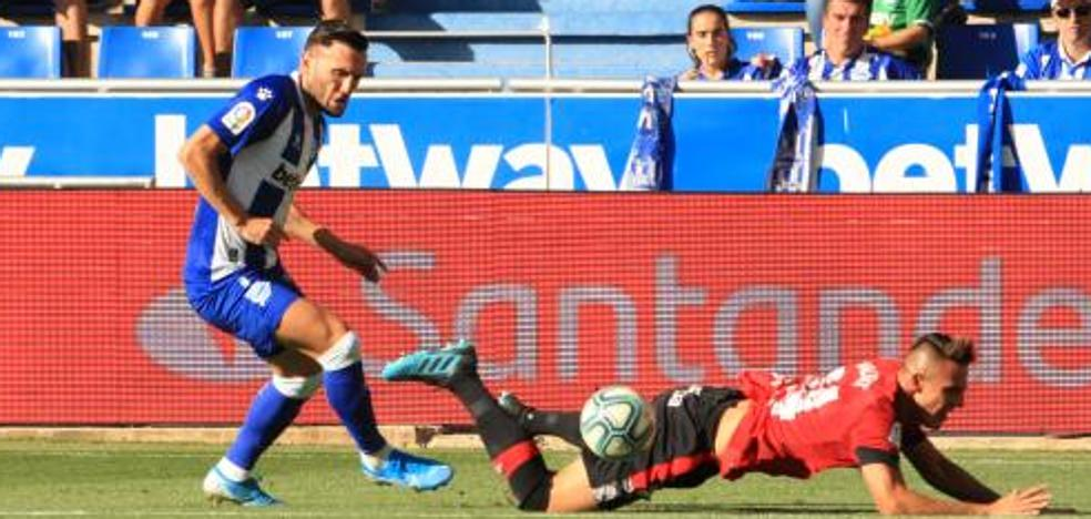 Lucas Pérez se estrena como goleador gracias a un penalti señalado por el VAR