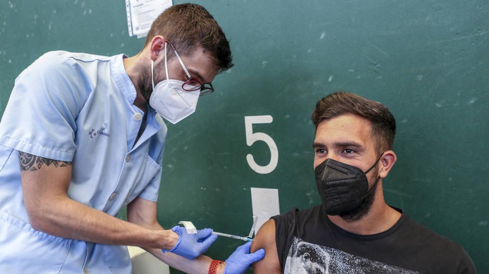 Los jugadores del Alavés se vacunan