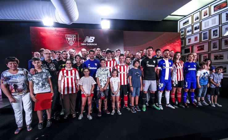 Fotos de la presentación de las nuevas camisetas del Athletic para la temporada 2017-2018