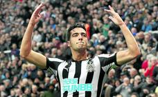 Mikel Merino, titular con el Newcastle, muy lejos del Athletic