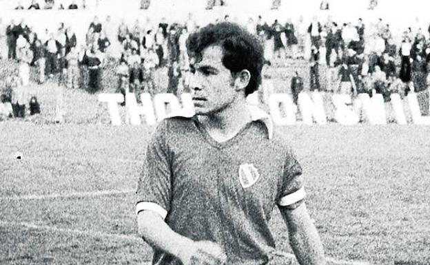 Bochini, en un partido con Independiente.