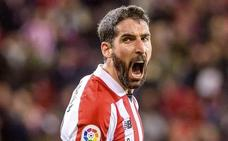 Raúl García sufre una lesión muscular «leve»