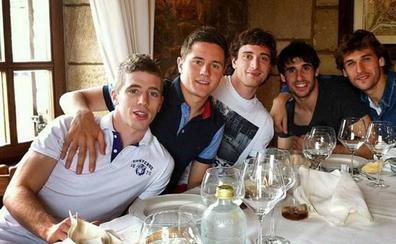 Kepa, en el club de Laporte, Herrera, Llorente, Javi Martínez y Amorebieta