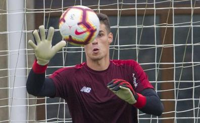 Abonan 250 euros por los guantes de Kepa que sorteaba una peña de Madrid