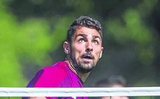 El Athletic intensifica los contactos para atar a Nolaskoain, que tiene una oferta de la Real