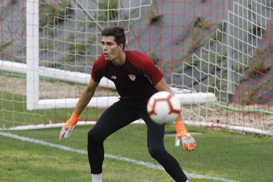 El Athletic renueva al portero Hodei y negocia aumentar el blindaje de Unai Simón