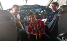 Manu, un niño argentino sin piernas, invitado de honor en el Atlético-Athletic