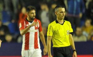 Nolaskoain e Iñigo Martínez, bajas contra el Girona