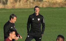Garitano divide al equipo en dos bloques y ensaya movimientos en Lezama