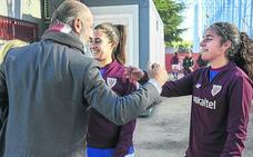 Aitor Elizegi se estrena a pie de obra con el Athletic femenino
