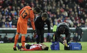 El VAR anula un gol al Athletic y Aduriz se lesiona