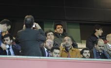 Ibai Gómez ve a sus nuevos compañeros desde el palco