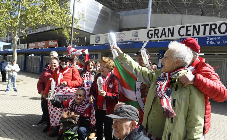 La afición del Athletic, bocata en mano en Getafe