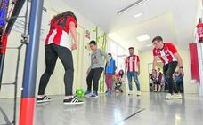 Un partido de fútbol entre rojiblancos en el hospital