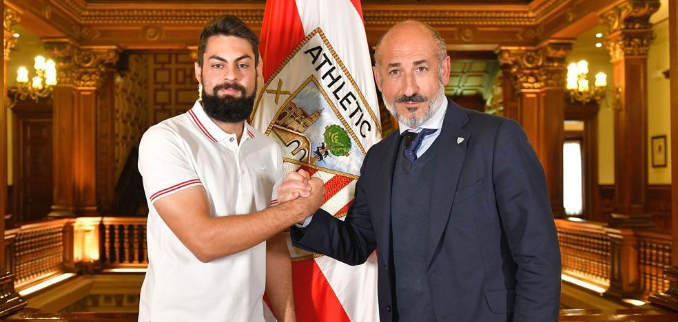 El Athletic apuesta por los goles de Villalibre y le ata hasta 2023