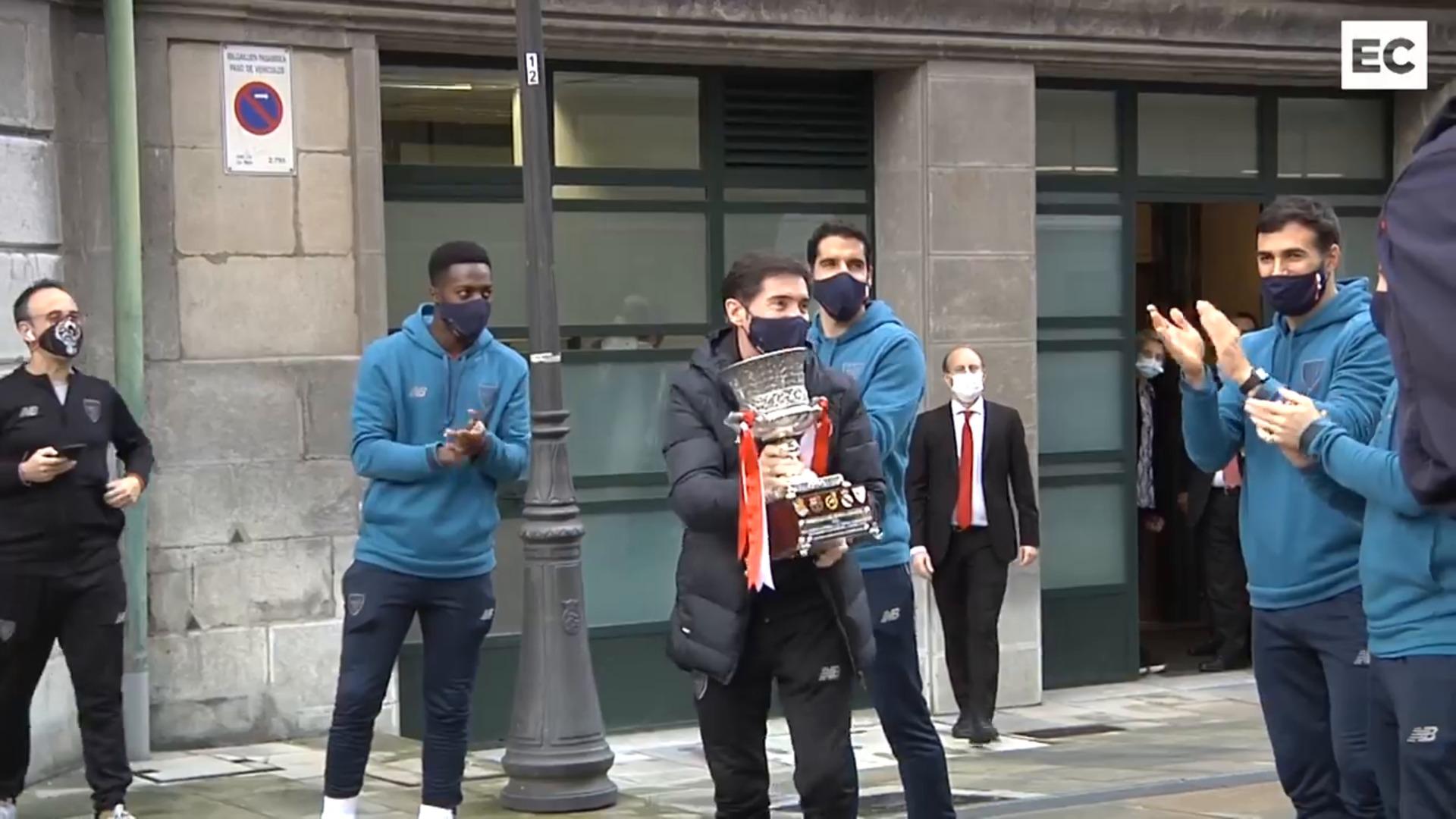 Recibimiento al Athletic en el Ayuntamiento y Diputación tras el triunfo en la Supercopa