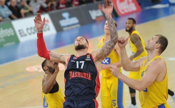 Las mejores fotos del Baskonia - Maccabi de Euroliga