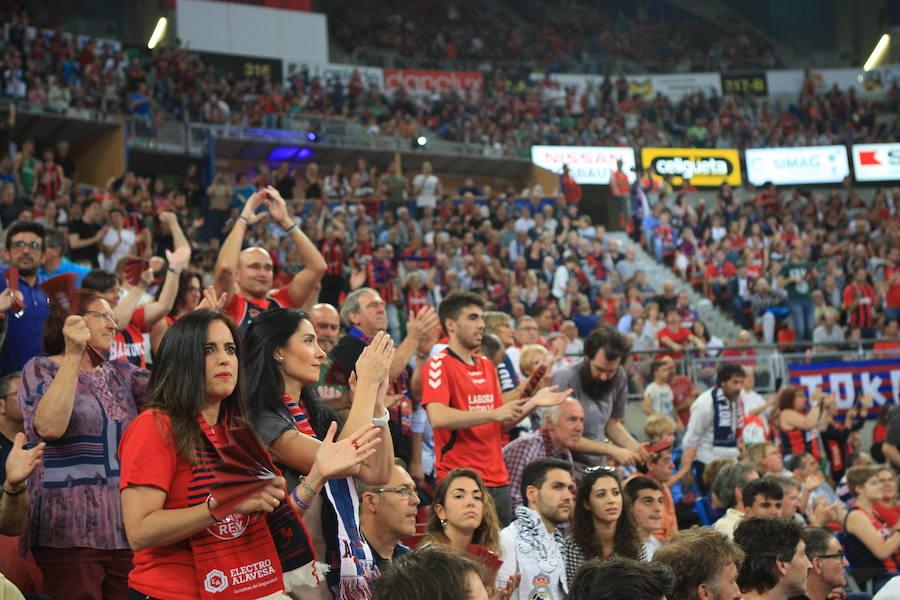 MIles de personas abarrotan el Buesa Arena para animar al Baskonia